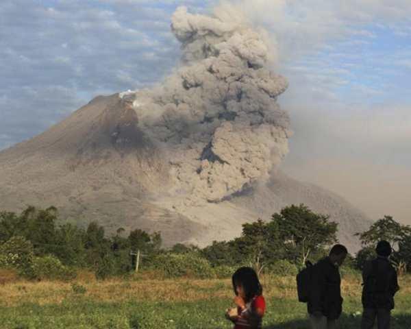 Фото. Вулкан Синабунг