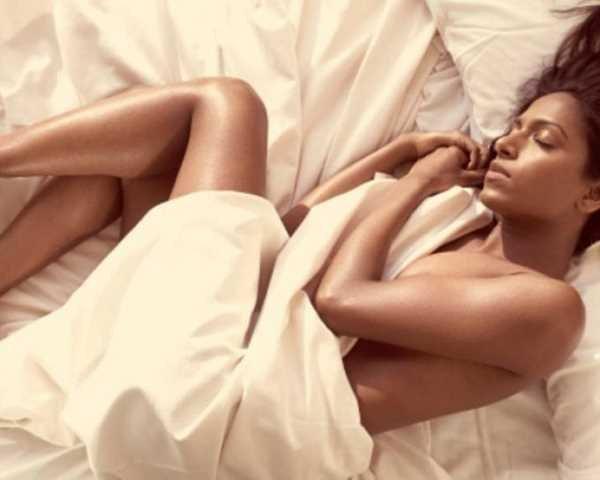 Фото. Если спать глым, то вы лучше защитите половые органы