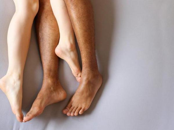 Сплелись ноги в страсти