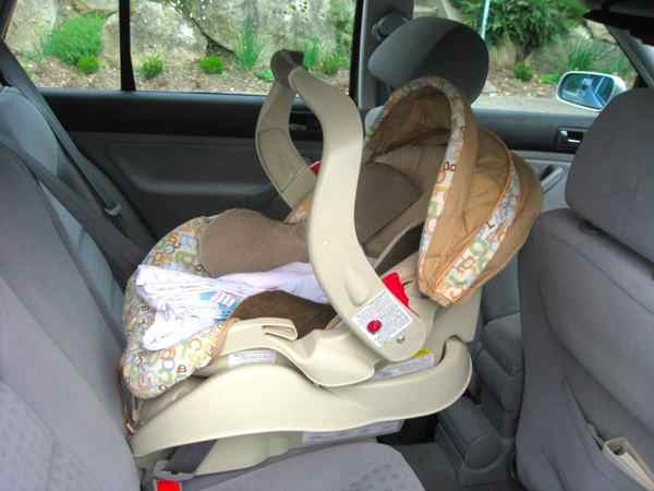кресло для ребенка в авто