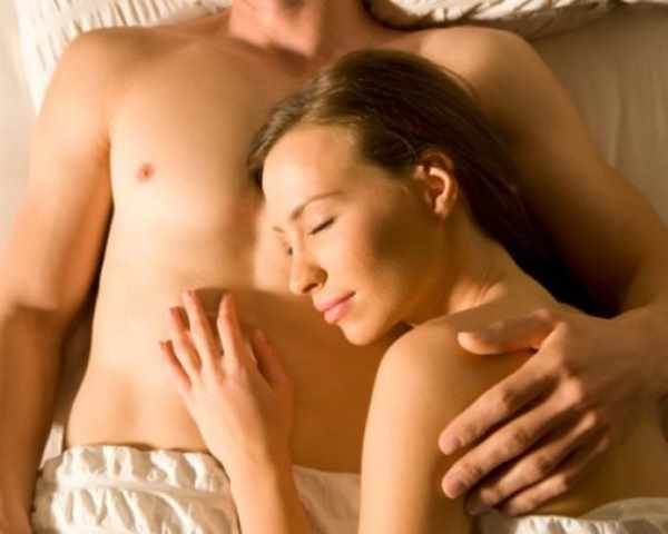 Фото. Сон нагим улучшает половые отношения