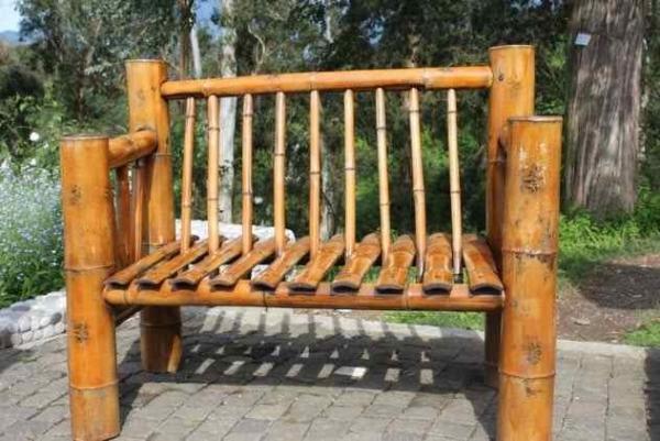 Фото. Деревянное кресло