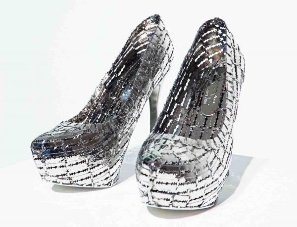 туфли из бритвенных лезвий