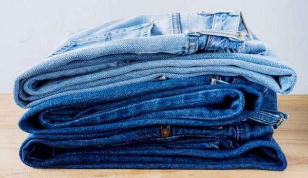 Фото. Стопка джинсов