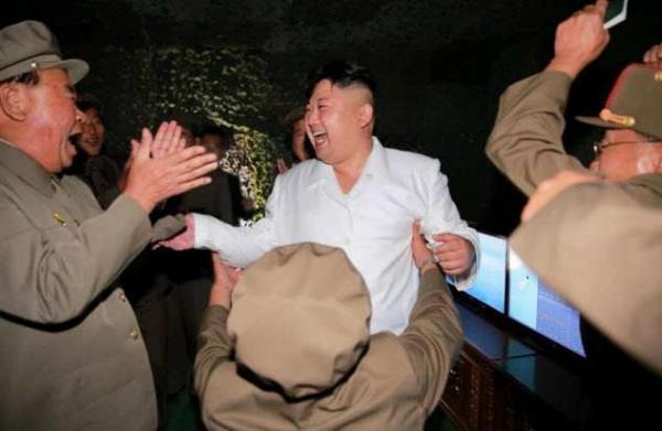 Фото. Ким Чан Ын среди военных