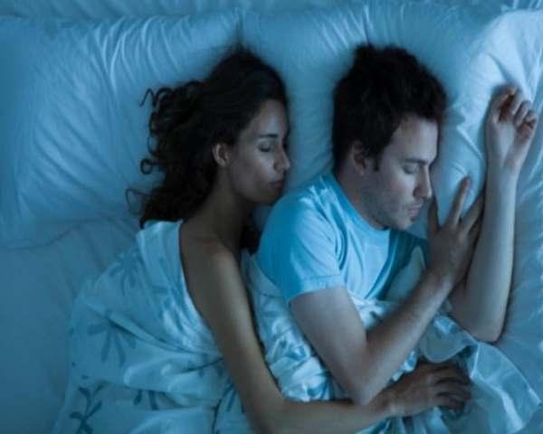 Фото. Секс позволяет быстрее заснуть