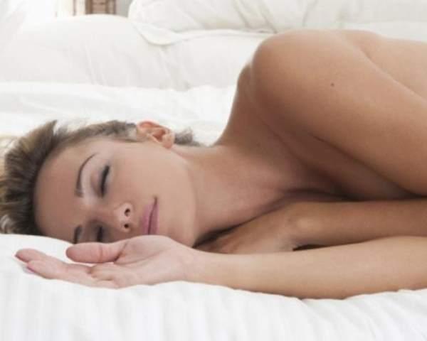 Фото. Сон голым улучшает кровоток