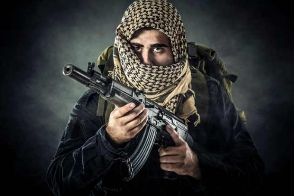 Фото. Вооруженный боевик