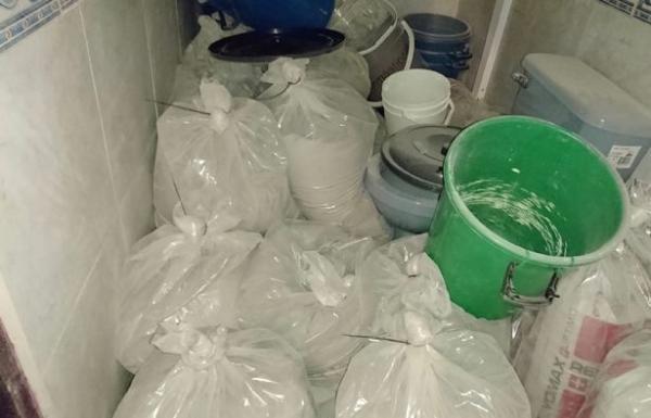 Фото. Пакеты с наркотиками