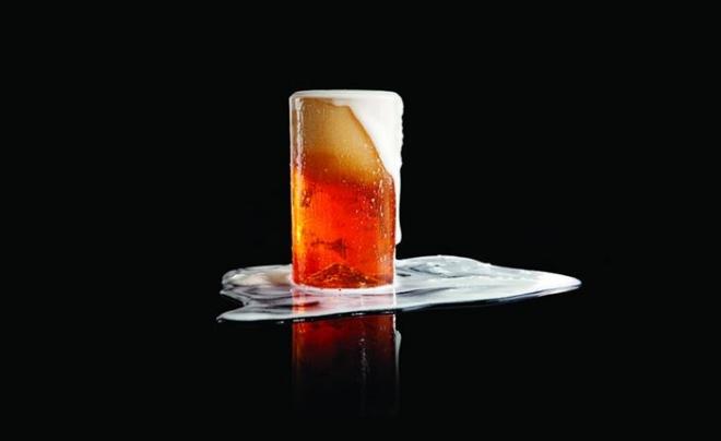Красочный бокал пива
