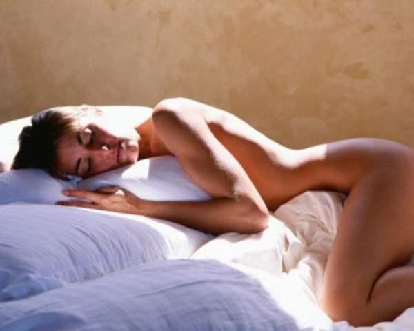 Фото. Сон голым помогает сохранить молодость