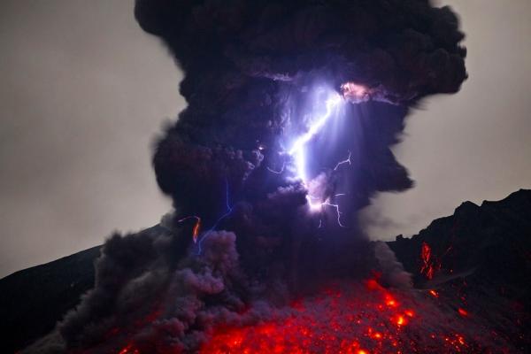 molniya-v-vulkane2