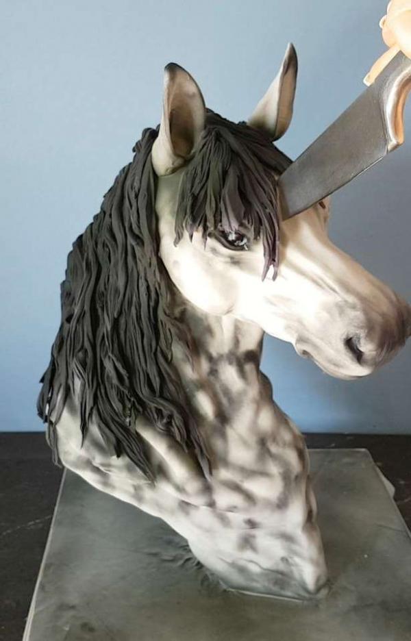 Фото. Голова коня в виде торта