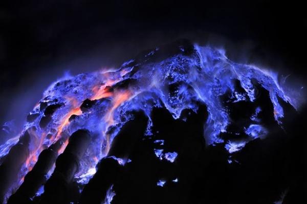 Фото. Красивая голубая лава