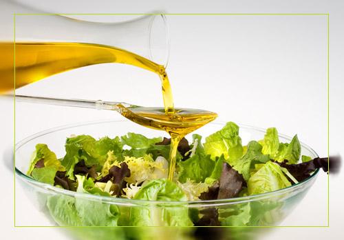 Заправка салата оливковым маслом