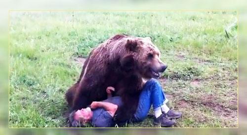 Фото. Борьба мужичка с медведем