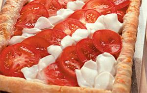 Фото. Пирог с помидорами и моцареллой