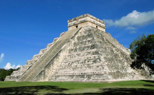 Фото. Пирамида майя