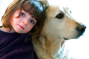 Фото. Собака и девочка