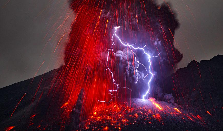 Фото. Молния в вулкане