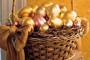 Фото. Золотые яйца на Пасху