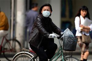 Фото. Китаец в маске