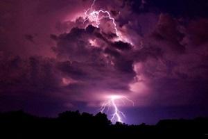 Фото. Молния в облаках вечером