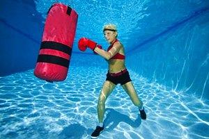 Бокс под водой