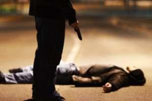 лежит застреленный человек