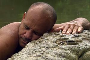 крокодил живет с человеком