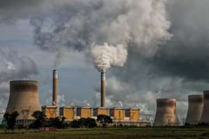 дымят промышленные трубы