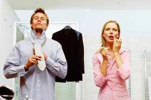 одевается семейная пара