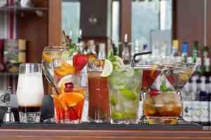 напитки на столе