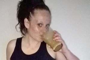 пить молочный коктейль