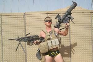 солдат в нижнем белье