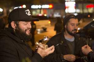 канадцам разрешили курить коноплю