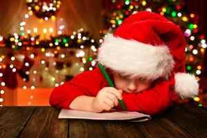 мальчик пишет Деду Морозу