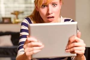 женщина смотрит порно онлайн