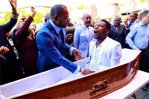 пастор поднял умершего на ноги