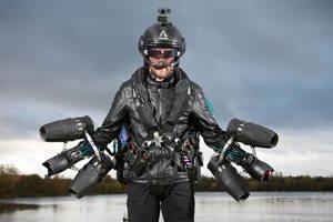 костюм с реактивными двигателями