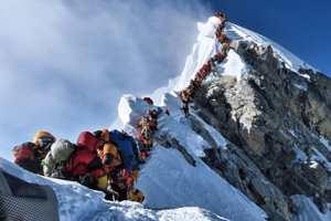 скопление людей на Эвересте