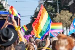 парад представителей ЛГБТ