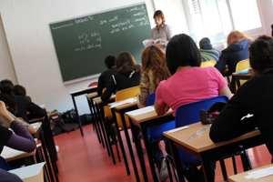 школьники сидят на уроке