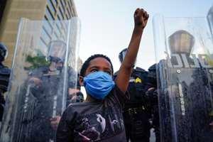 протесты против произвола полицейских