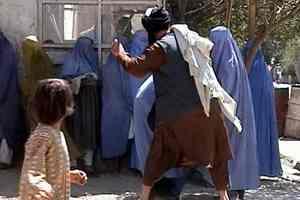 талиб бьет женщин