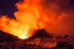 извергается вулкан